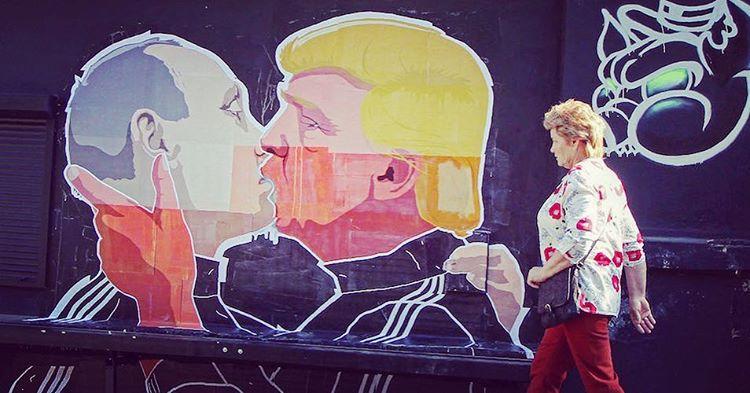 trump-putin-mural